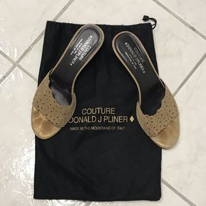 Donald J Pilner Couture Heels in soft gold! Sz 8.5